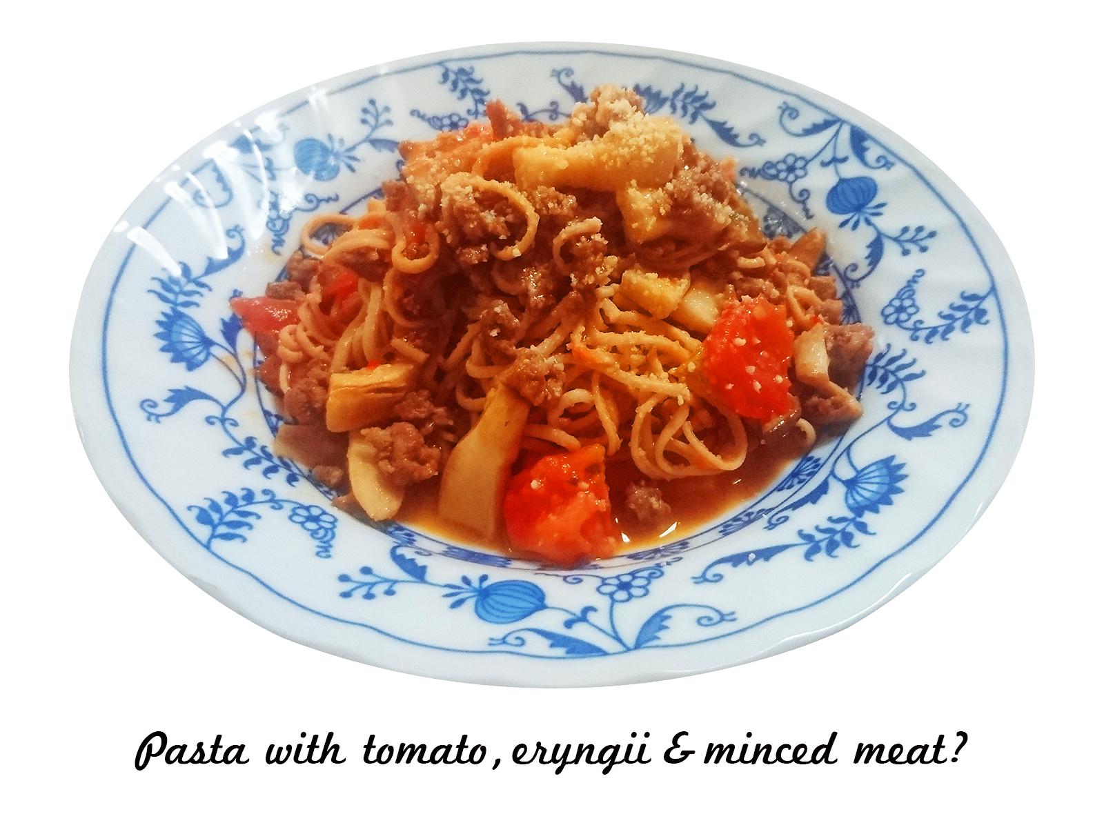 トマトとエリンギと挽き肉のパスタ